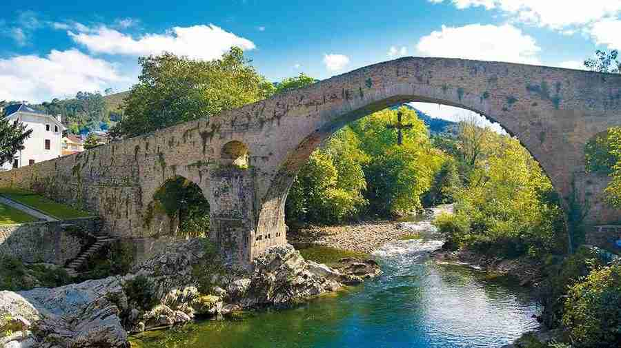 Imagen de un puente romano en Cangas de Onis, Asturias.