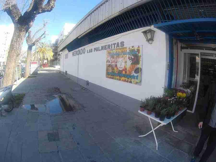 Entrada al mercado Las Palmeritas, que es uno de los mercados en Sevilla.