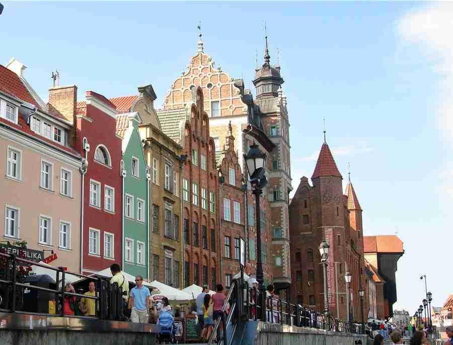 Vista parcial de los edificios de la costa de Gdansk, que es una de las 10 Ciudades baratas para visitar en Europa en 2019.